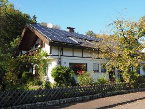 solar house property value